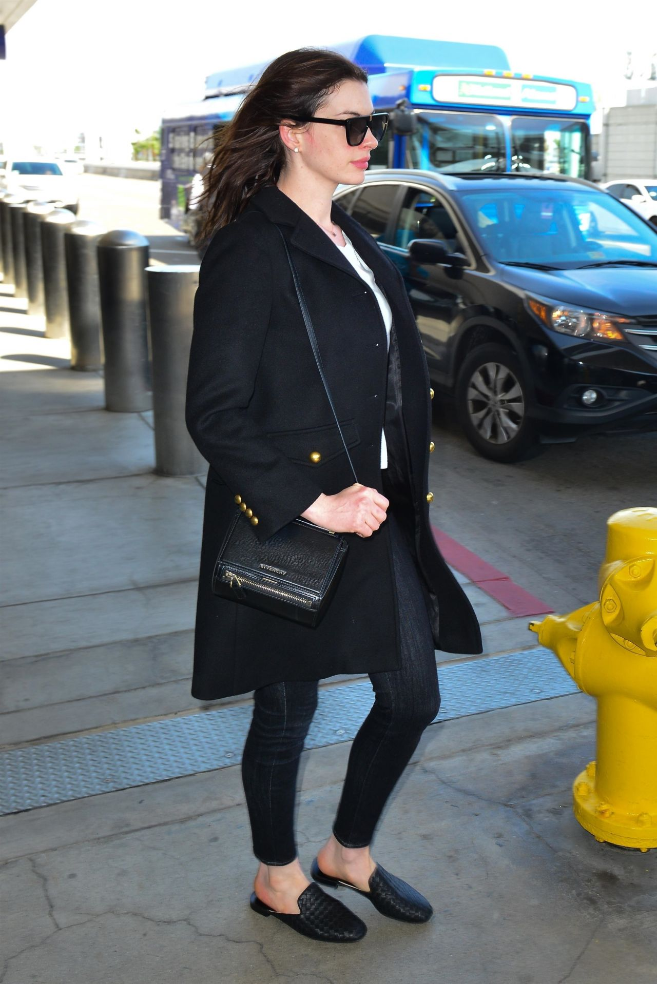 Anne Hathaway Casual Style 04032019