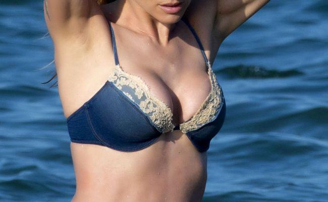 Michelle Hunziker In Bikini On The Beach In Milano