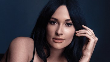 Kacey Musgraves unveils 'Oh, What A World 2.0'