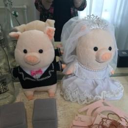 Plush Piggies as Witnesses, - so cute!