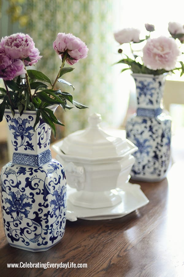 My Home Decor Guide: Touches Of Blue & White On My Dining Room Table {Summer