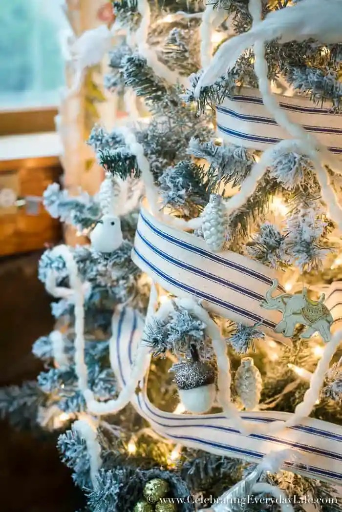 5 tips to decorate a farmhouse christmas tree - A Farmhouse Christmas