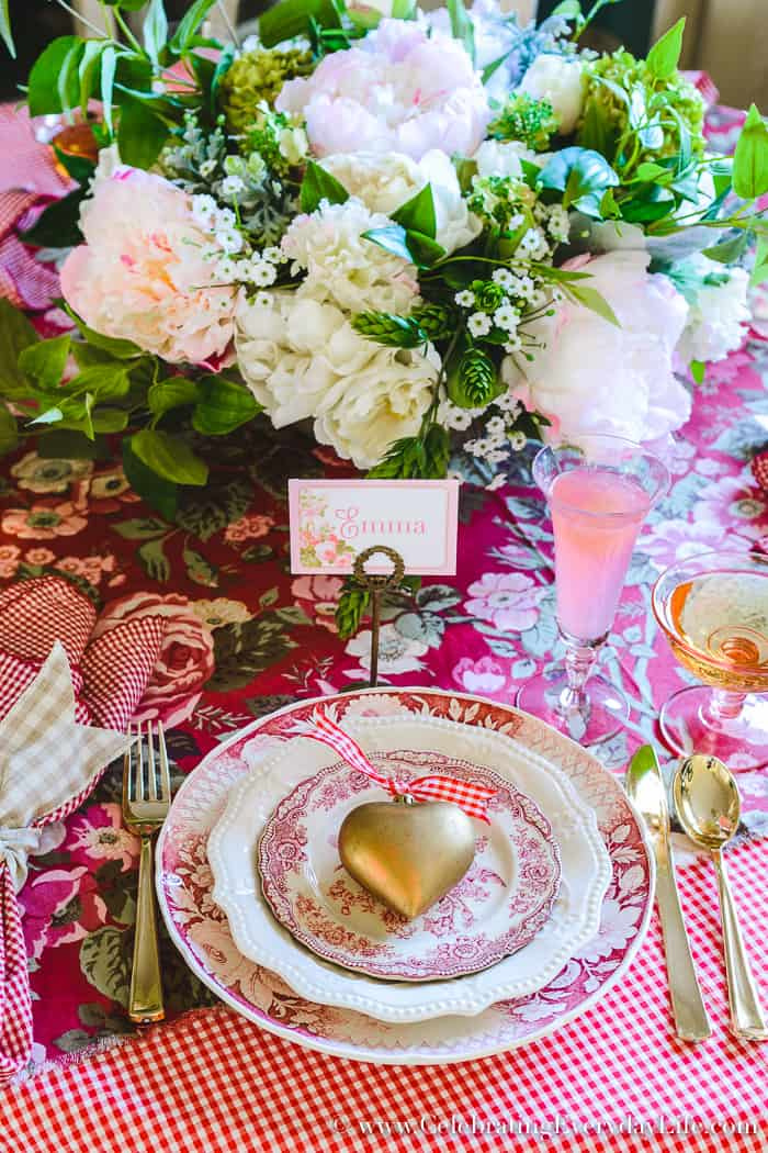 How to Host a Fantastic Galentine's Day Party this year, How to Host a Fantastic Valentine's Day Party, Valentine's Day Party Tips, Tips for Hosting a Valentine's Day Party for Friends
