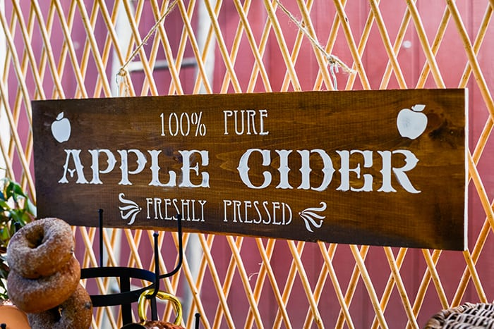 DIY Apple Cider Bar Sign