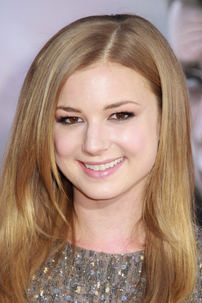 Emily VanCamp Weight Height Measurements Bra Size Ethnicity