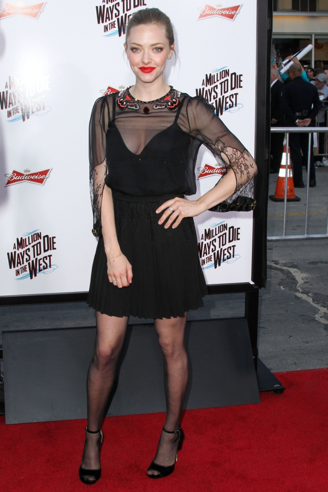 Amanda Seyfried Weight Height Net Worth Measurements Bra Size