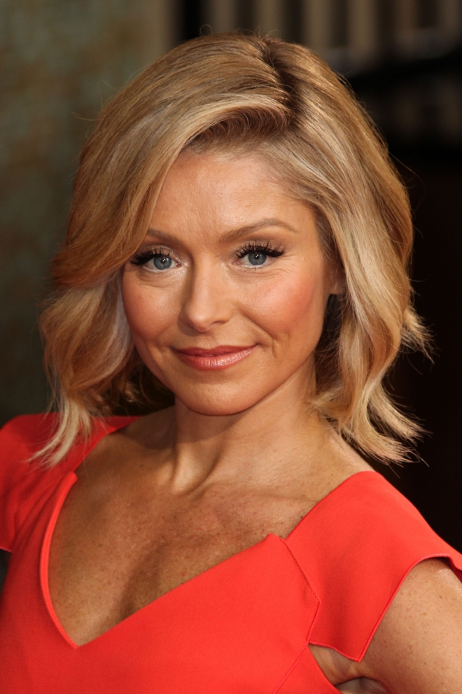 Kelly Ripa Weight Height Measurements Ethnicity Hair Color