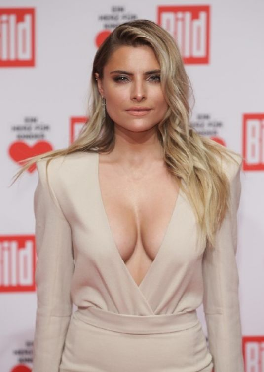 Sophia-Thomalla-Cleavage-1
