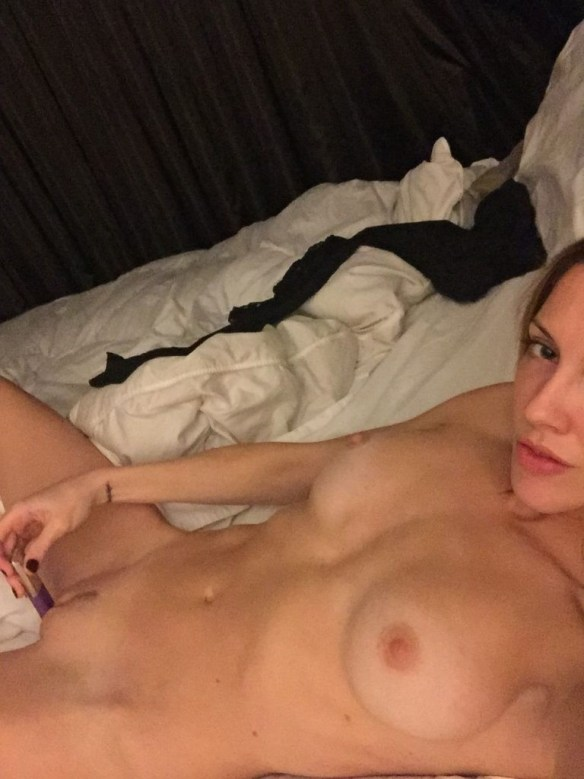 Katie Cassidy nude masturbation photos