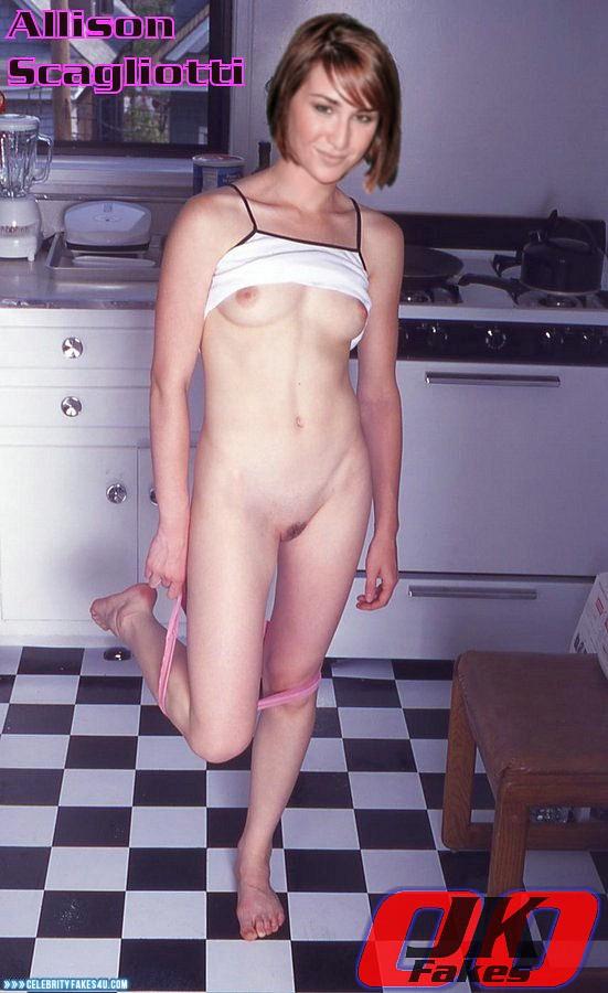 Allison Scagliotti  nackt