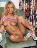 Kylie Minogue No Underwear Exposing Breasts Nudes 001