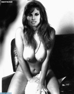 Raquel Welch Naked 001