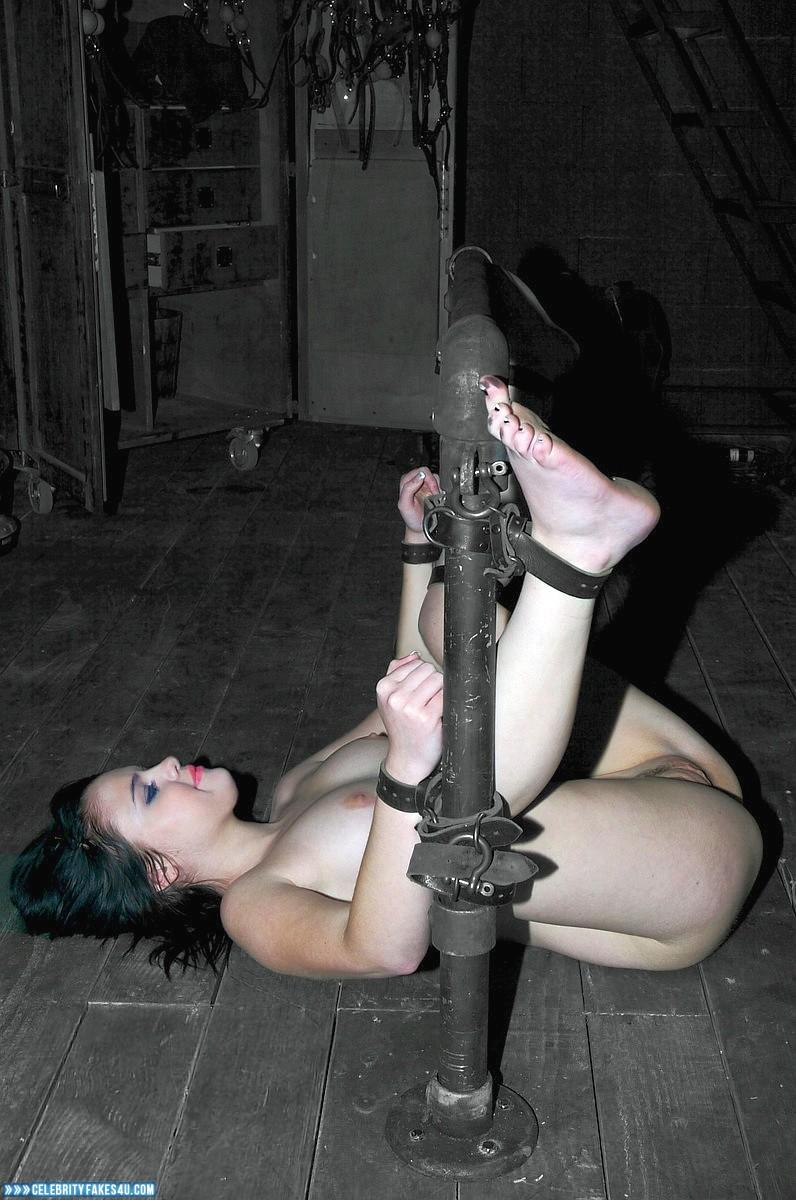 Giant dildo sex tape