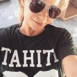 Leann Rimes, Gucci Glitter Trim Pilot Urban Web Block Aviator Sunglasses and Mikoh Swimwear Tahiti Jersey T-shirt (Instagram April 25, 2017)