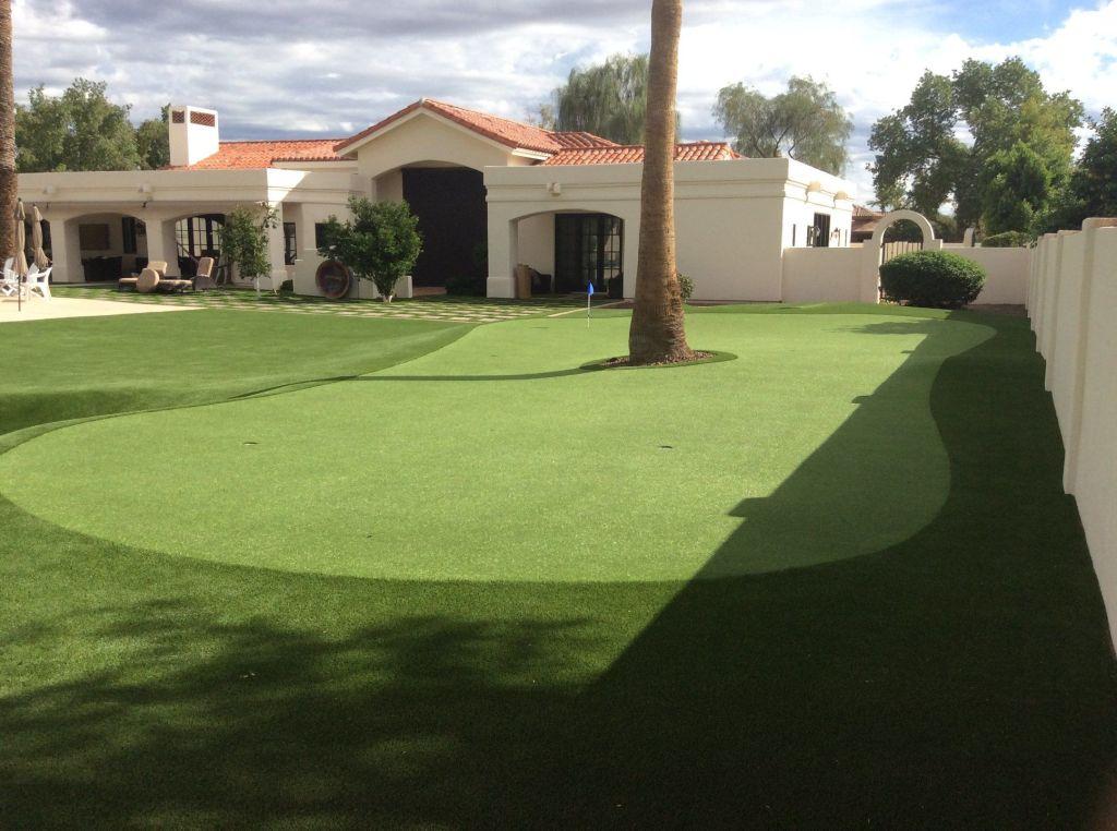 private-az-backyard-putting-green