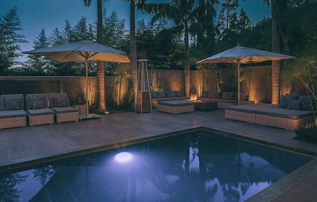 Top-10-Celebrity-Homes-in-Los-Angeles-alex-rodriguez-los-angeles-homes-meryl-streep-pools