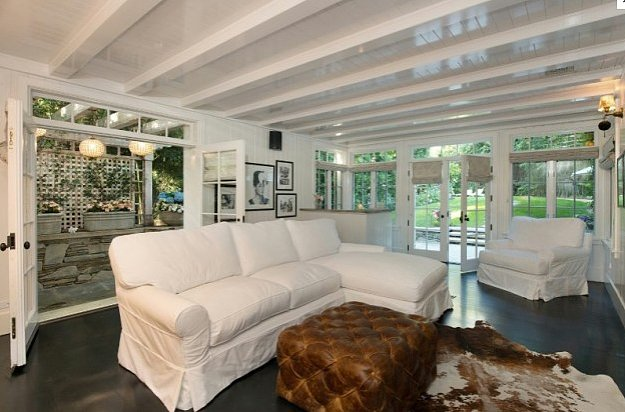 Celebrity Homes Discover Jennifer Lawrence's Home (1)
