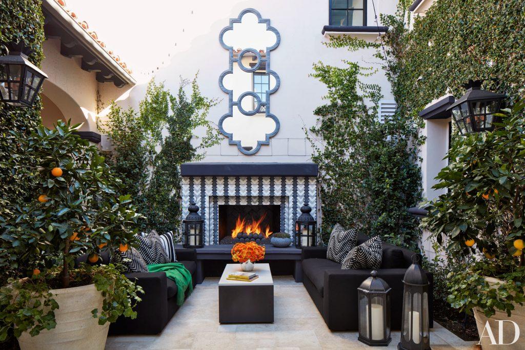 Celebrity Homes Khloé and Kourtney Kardashian Dream Homes in California (13)