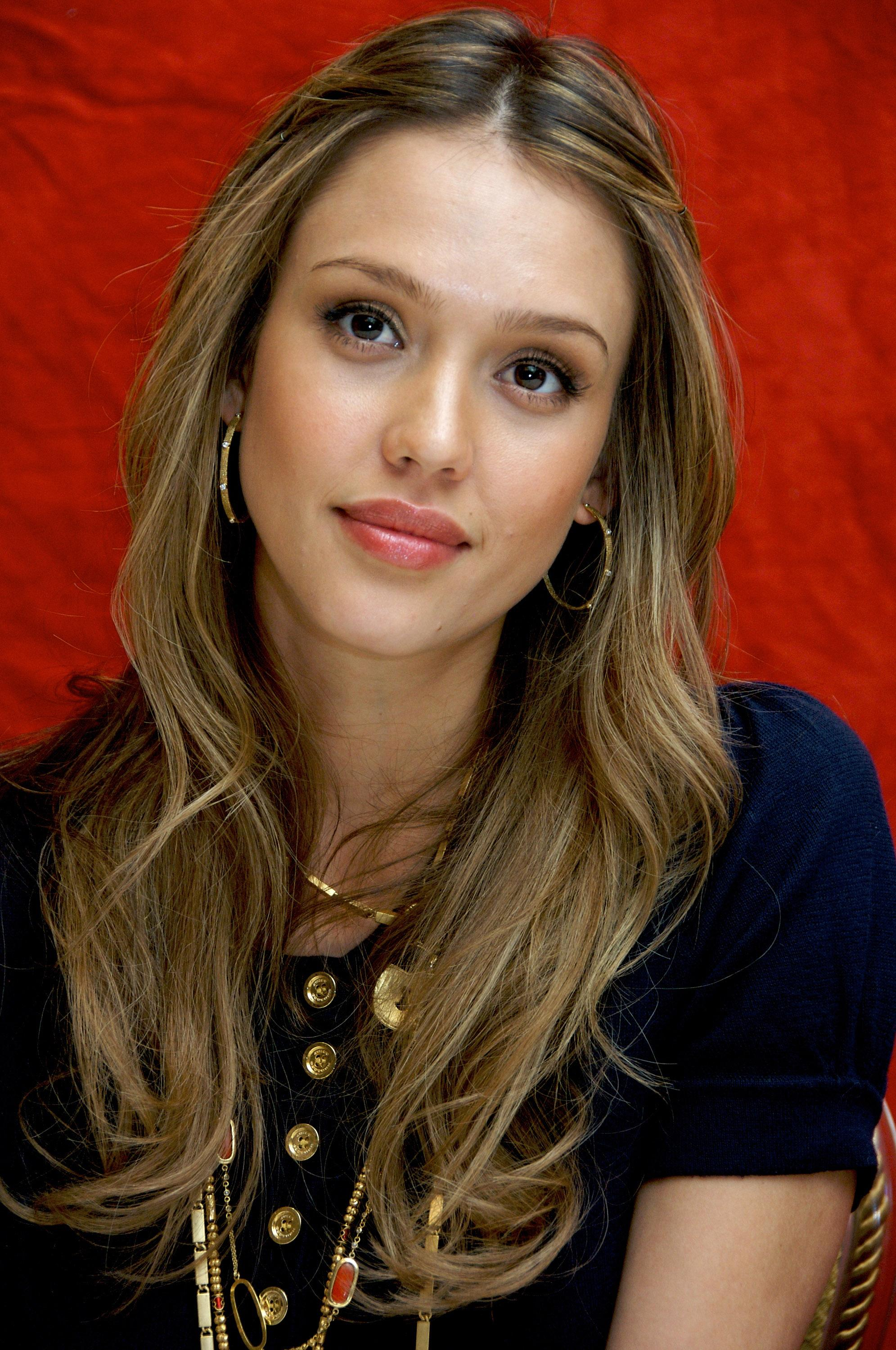 Jessica Alba Biography Net worth Favorite Things Color