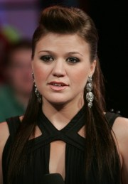 Kelly Clarkson Favorite Songs Food Color Hobbies Biography