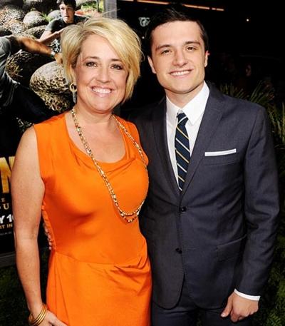 Foto di Josh Hutcherson & il suo madre Michelle Fightmaster