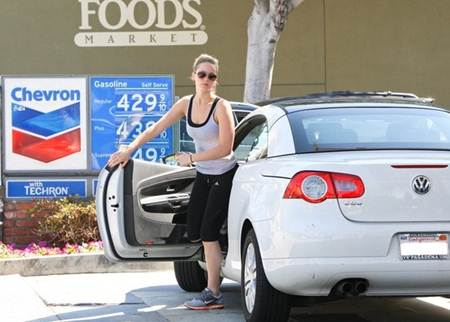 Jennifer Lawrence Car Volkswagen EOS