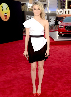 Taylor Schilling Height Body Shape