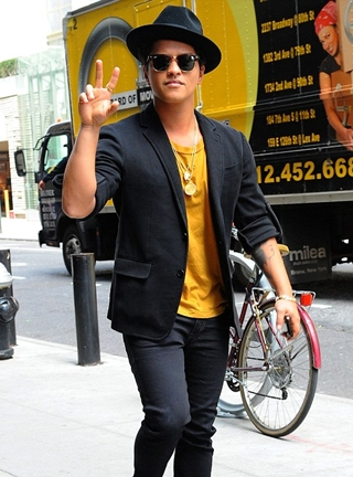 Bruno Mars Height - Celebrity Heights