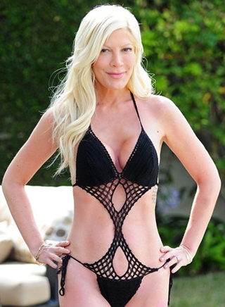 Tori Spelling Body Measurements Bra Size