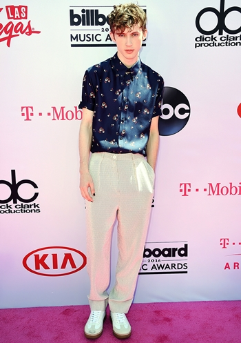 Troye Sivan Height Weight Body Shape