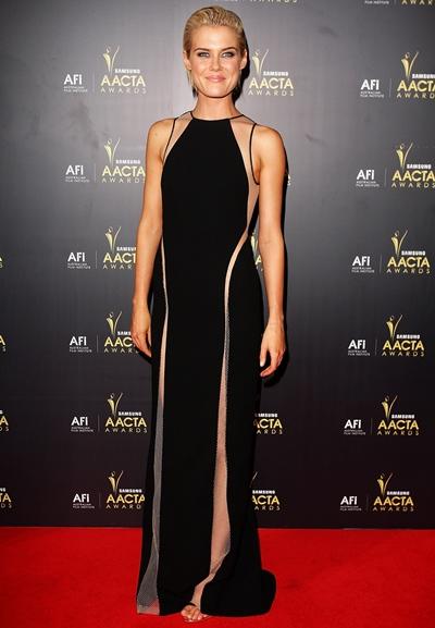 Rachael Taylor Height Weight Body Shape