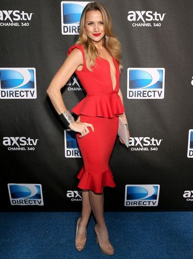 Shantel VanSanten Height Weight Body Shape