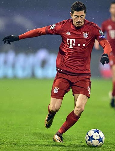 Robert Lewandowski Body Measurements Shoe Size