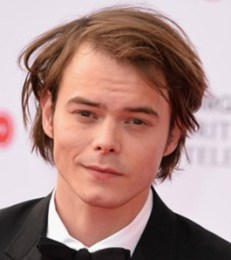 Charlie Heaton Height Weight Body Measurements Shoe Size Stats Facts