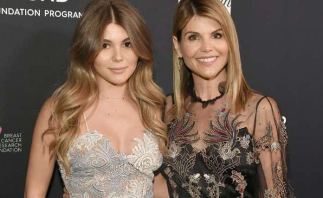Lori Loughlin S Daughter Olivia Jade Returns To Youtube