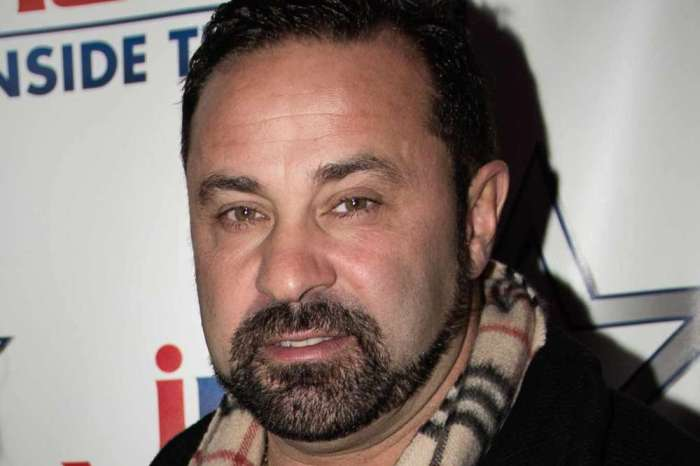 Joe Giudice Spotted Out In Mexico With Group Of Attractive Women