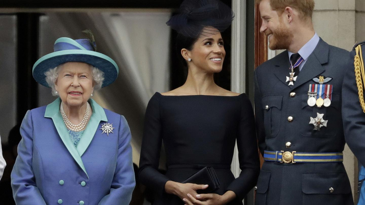 """""""queen-elizabeth-reportedly-shaded-harry-meghan-and-archie-during-christmas-broadcast-on-purpose-royal-author-says-it-felt-deliberate"""""""