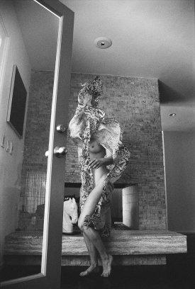 rose_mcgowan_topless_in_apartamento_magazine_issue_12_02