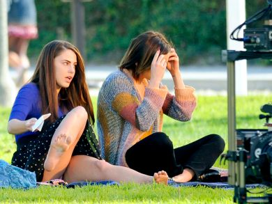 jessica_lowndes_upskirt_on_the_set_of_90210_07