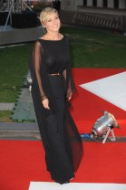 elsa_pataky_at_the_premiere_of_rush_in_london_07