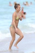 hayden_panettiere_bikini_candids_in_miami_beach_23