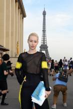 iggy_azalea_see_thru_blouse_at_the_maison_martin_margiela_fashion_show_in_paris_14