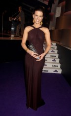Kate_Beckinsale_Glamour_Woman_Of_The_Year_Awards_Inside_01