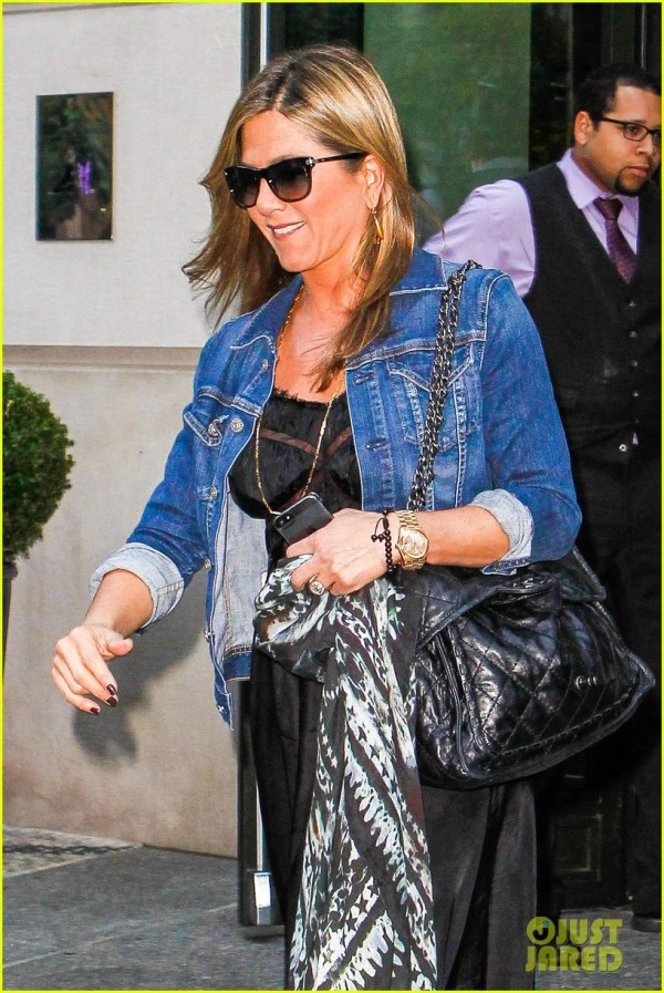 Celebrity Sunglasses Watcher Jennifer Aniston