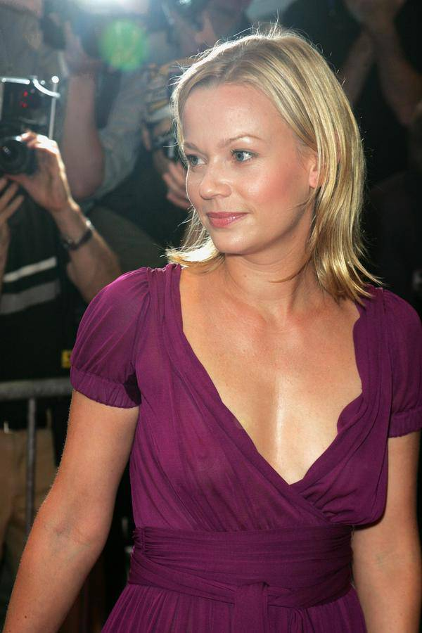 Samantha Mathis  photos news filmography quotes and
