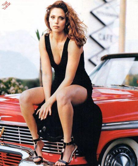 Showgirl actress Elizabeth Berkley Net worth 2020