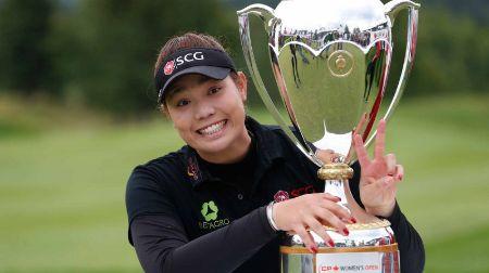 ariya with women's open trophy