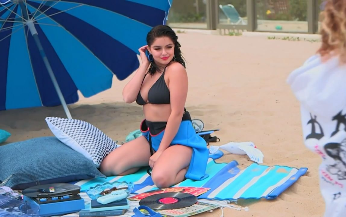 Girl Wallpaper Face Tattoo 32 Hottest Ariel Winter Bikini Beach Pictures You Fall