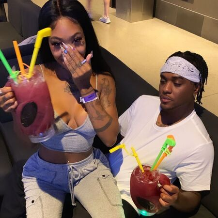 Summer Walker is currently dating; she is in a relationship with her boyfriend London on da Track.