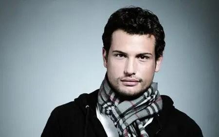 Roberto Urbina is starring as Avi in Snowpiercer (2020).